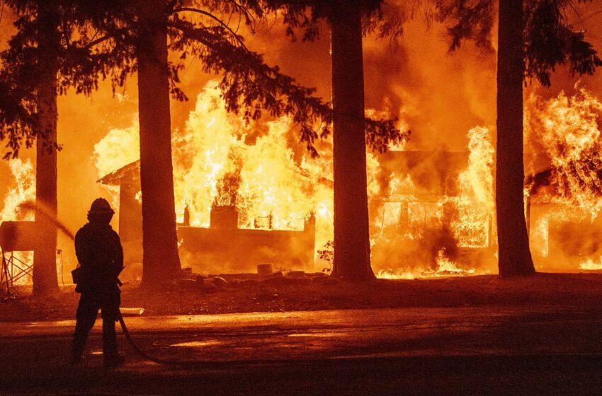 Incendio Dixie rodea Greenville y destruye las viviendas